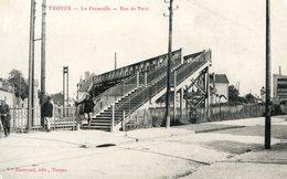 Troyes, La Passerelle, Rue De Paris - Troyes