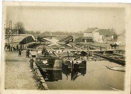 1443. PHOTO  02 VILLERS EN PRAYERES LA SUCRERIE PONT DETRUIT PAR LE GENIE 1914 - Guerra, Militares