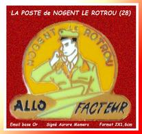 """SUPER PIN'S LA POSTE : CENTRE De NOGENT LE ROTROU En Eure Et LOIR (28) """"Allo Facteur"""" Signé AURORE MAMERS, émail Base Or - Postes"""