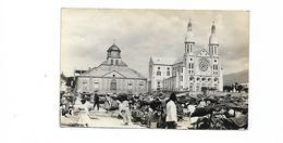 HAITI CARTE PHOTO MARCHE DEVANT LA CATHEDRALE - Postcards
