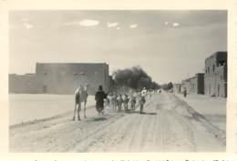 MALI - GAO - UNE RUE - PERSONNES, DROMADAIRE, MULETS -1953 - Lieux