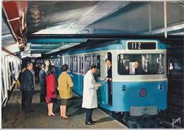 Paris - Le Métro - Rame Sur Pneumatiques - Subway