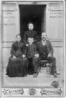 Besançon - Famille D'épiciers, Mercerie, Vins, Liqueurs, Photographiée Par A. Bitsch, 19 Rue Du Chateur. - Personnes Identifiées