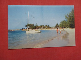 Paradise Beach  Nassau  Bahamas Has Stamp & Cancel    Ref    3579 - Bahamas