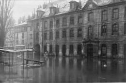 Besançon - Lot De 5 Photos Originales. Formats 14 X 9 Cm. Légende Manuscrite Sur 3 Photos Au Verso. Bon état. - Lieux