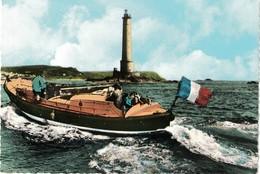 """CP LA HAGUE - Le Canot De Sauvetage De Goury """"Victoire Des Alliés"""" Passant Devant Le Phare De La Hague Au Dernier Plan.. - Autres Communes"""
