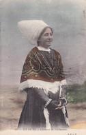 17. ÎLE DE RÉ. CPA COLORISEE.. FEMME EN COSTUME DE CÉRÉMONIE. ANNEE 1908 + TEXTE - Ile De Ré