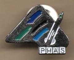 Pin's PHAS-La Roche-Posay (86) Maquillage Laboratoire Dermatologique Avenue René-Levayer - Perfume