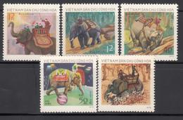 Vietnam Del Norte, 1973  Yvert Nº 808 / 812 MNH, Elefantes, - Elefantes