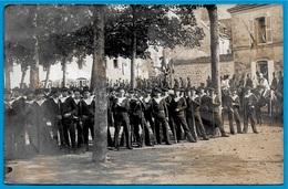 """CPA 29 CARTE-PHOTO Collection Villard - QUIMPER Finistère """"FÊTE Du MONUMENT LA TOUR D'AUVERGNE"""" * Marins - Quimper"""