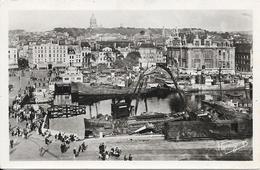 BOULOGNE-SUR-MER : Au Premier Plan L'arrière Port, à Droite La Poste Au Lointain La Cathédrale Du Beffroi - Boulogne Sur Mer