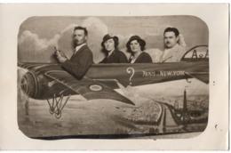 Surrealisme 1934 Carte Photo Montage Avion  Point D'Interrogation ? Paris New-york La Tour Eiffel Statue De La Liberte - Fotografie