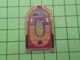 611c PINS PIN'S / Beau Et Rare : Thème MUSIQUE / Grand Pin's SUPERBE JUKE-BOX RETRO - Musique