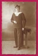 """Carte Photo Militaria - Portrait Studio D'un Marin Coiffé D'un Bachi Mentionnant """"Flottille Du Rhin"""" - Regiments"""