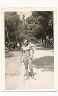 REAL PHOTO Ancienne, Pretty Bikini Young Girl On Beach, Filles En Mailot De Bain Sur Plage, ORIGINAL - Non Classificati