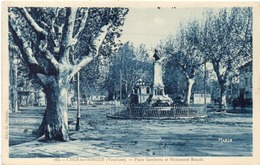 L' ISLE SUR SORGUE - Place Gambetta Et Monument Benoit  (1298 ASO) - L'Isle Sur Sorgue
