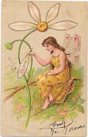 Gaufrée, Relief - Jeune Fille Aux Ailes De Papillon Effeuilant La Marguerite - Un Peu - Femmes