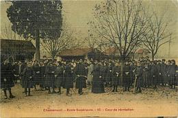 - Dpts Div -ref-AL167- Charente - Chasseneuil - Ecole Supérieure - Cours De Récreation - Ecolières - Ecoles - - Autres Communes