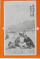 OOSTENDE :FOTO !!!!-1929- FOTOKAART-STRANDKABINE-BADMODE-ZWEMKLEDIJ-MET VOLK- - Oostende