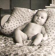 PHOTO ORIGINALE MAI 1953 - PETIT GARCON BEBE NU - SMALL BABY BOY NUDE NAKED - Persone Anonimi