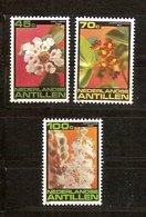 Antilles Néerlandaises Antillen 1981 Yvertn° 644-646*** MNH Cote 4,50  € Flore Fleurs Bloemen - Antilles