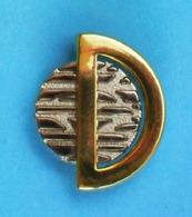 1 PIN'S  //  ** À DÉTERMINER // PARFUMS Où / Et BIJOUX ** . (Arcane Patent Paris) - Perfume