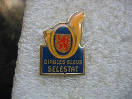 Pin's Des Diables Bleus De La Ville De SELESDTAT. Musique - Musique