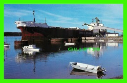"""SHIP, BATEAU """" FERBEC """" - HAVRE SAINT-PIERRE, MINERALIER AU QUAI DE CHARGEMENT DE Q.I.T. FER & TITANE - DENIS JOMPHE - - Cargos"""
