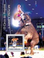 S. TOME & PRINCIPE 2004 - Animals (Cirque De Peking) S/s - YT BF306,  Mi BL.523 - Sao Tome Et Principe