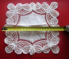 Vintage French Crochet Doily Handmade Lace Tablecloth Tablemat Lace Tab-Napperon Dentelle Linge D'époque Dentelle-Tissu - Laces & Cloth