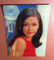 Vintage 3D Stereo Lenticular Card 1970s Beautiful Winking Japanese Woman. Charm Of Youth. Blood Red Style. Asian Beauty - Moda