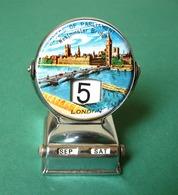 London Tower Bridge, Houses Of Parliament - Westminster Bridge Vintage Metal Desk Perpetual Calendar - Sculture