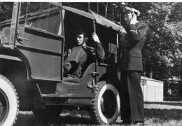 AVION  DASSAULT MYSTERE II   Et équipements  Jeep Transmission  Photo Du Service Des Armées - War, Military