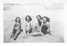 PIE.T.Z19-0027 : PHOTO LONGEVILLE SUR MER  PHOTO AMATEUR. FORMAT 6 CM X 8.5 CM. JUILLET 1947. - Francia