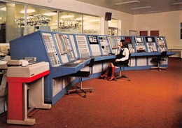 PLEUMEUR-BODOU - Le Centre De Télécommunications Par Satellites - Le Pupitre De Commandes - Pleumeur-Bodou