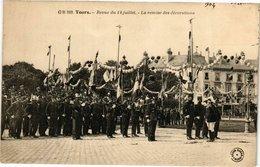 CPA TOURS - Revue Du 14 Juillet La Remise Des Décorations (211164) - Tours