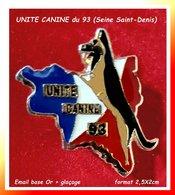 SUPER PIN'S CHIEN POLICE : UNITE CANINE Du 93 (SEINE SAINT DENIS) Visuel Chien Sur Carte Département Email Or + Vernis - Police