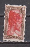 MADAGASCAR            N°  YVERT  :    176 A        NEUF AVEC  CHARNIERES      ( 02/39   ) - Madagascar (1889-1960)