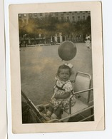 5€ SNAPSHOT Enfant Kid Fille Girl Id LYON 69 1952 Ballon Gonflable Place Bellecour - Personnes Anonymes