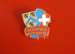 "PIN'S "" Secouristes "" Les Secouristes Wolfgantzen (Haut Rhin)   TRES JOLI - Médical"