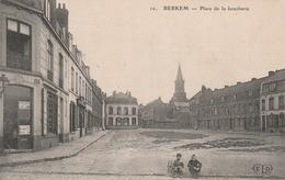 CPA:BERKEM (59) DEUX JEUNES GARÇONS 1er PLAN PLACE DE LA BOUCHERIE - France