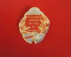 """PIN'S """" POMPIERS """"  Amicale Pompiers HORBOURG 1867-1992 125è Anniversaire ( Haut-Rhin)    JOLI - Pompiers"""