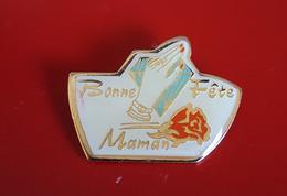"PIN'S "" FÊTES "" Bonne Fête Maman    JOLI - Pin"