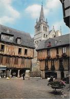 VANNES - La Place Henri IV Et La Cathédrale - Vannes