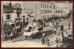 Issoire Le Boulevard Un Jour De Fête Char Cavalcade - Puy-de-Dôme 63500 - Auvergne Rue Animée - Issoire