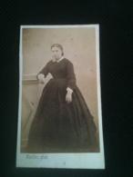 Photo CDV - Femme En Robe, Second Empire CA 1865, Photographe A. Bordes Saintes - Photographs