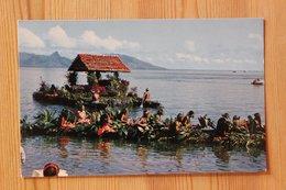 TAHITI - CONCOURS DE PIROGUES FLEURIES - Tahiti