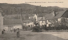 CPA 88 (Vosges) SAULXURES SUR MOSELOTTE / L' ENTREE DE L' USINE A GRANIT / ANIMEE - Saulxures Sur Moselotte