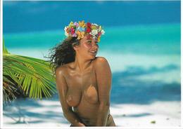 CPM. JEUNE TAHITIENNE SEINS NUS. - Polynésie Française