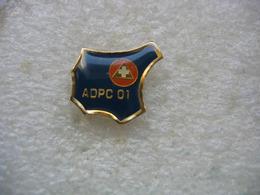 Pin's De L'Association Départementale Pour La Protection Civile Du Dépt De L'Ain (A.D.P.C. 01) - Médical